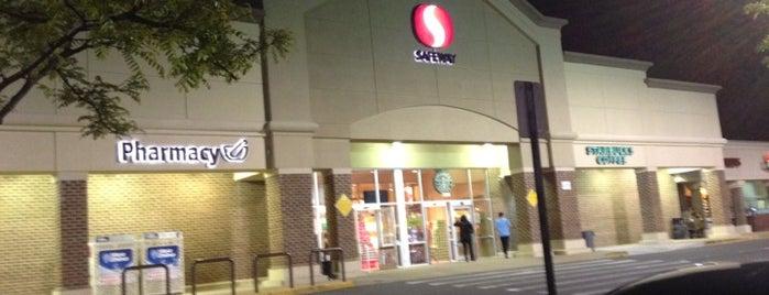 Safeway is one of Lugares favoritos de Joseph.