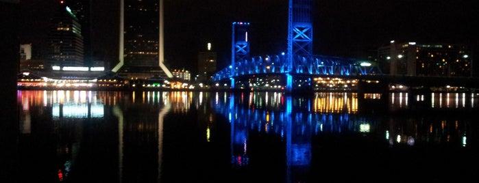 Crowne Plaza Jacksonville-Riverfront - Closed is one of Posti che sono piaciuti a Jennifer.
