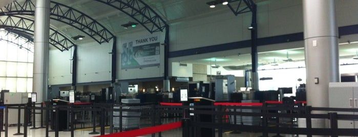 TSA Checkpoint is one of Tempat yang Disukai Brandon.