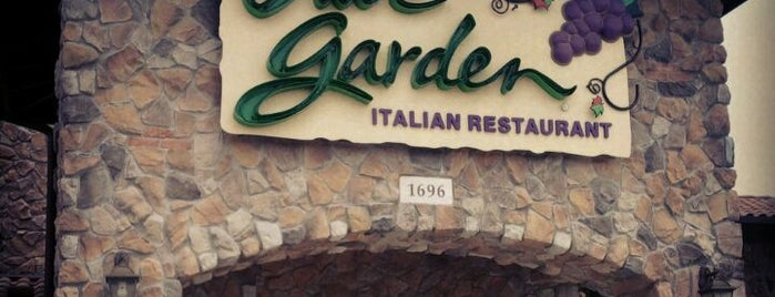 Olive Garden is one of Locais curtidos por Christina.