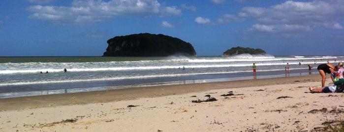 Whangamata Beach is one of Nuova Zelanda.