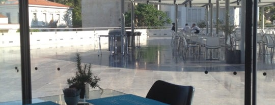 Cafe & Restaurant at Acropolis Museum is one of สถานที่ที่ Tufic ถูกใจ.