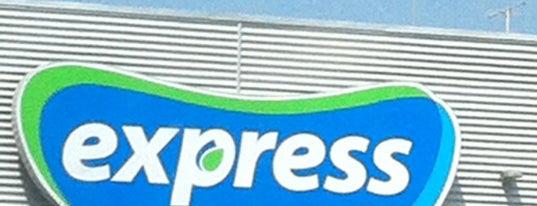 Líder Express is one of Locais curtidos por Daniela.
