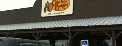 Cracker Barrel Old Country Store is one of สถานที่ที่บันทึกไว้ของ Annie.
