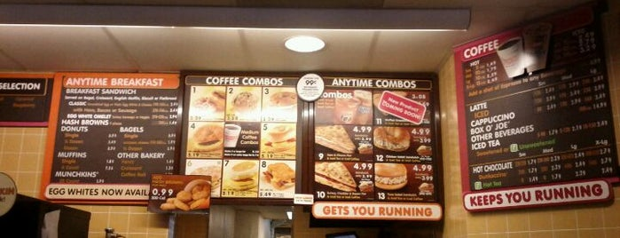Dunkin' Donuts is one of Locais curtidos por Andrew.