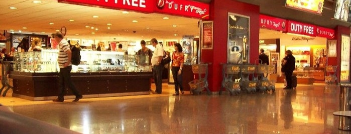 Duty Free Dufry is one of Locais curtidos por Lu.