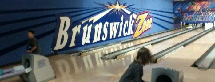 Brunswick Zone River Grove Lanes is one of felicia 님이 좋아한 장소.