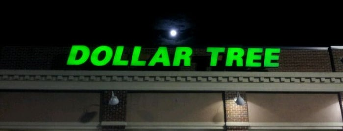 Dollar Tree is one of Locais curtidos por Charita.