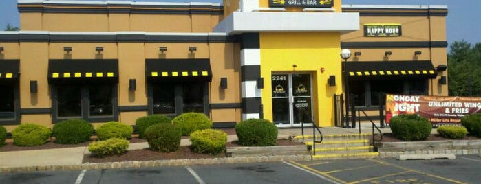 Buffalo Wild Wings is one of Tempat yang Disukai Mei-Ly.