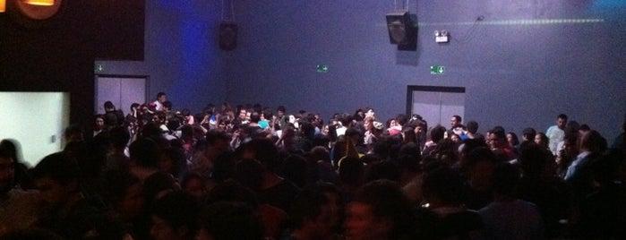 Lotte 6 Drinks & Dance is one of สถานที่ที่ Luis ถูกใจ.