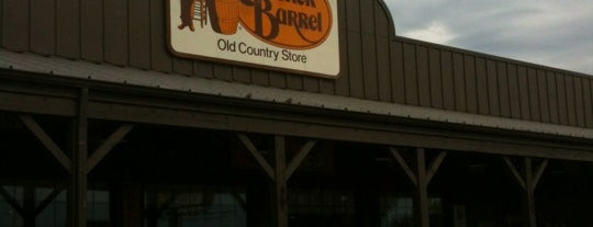 Cracker Barrel Old Country Store is one of Dave 님이 좋아한 장소.