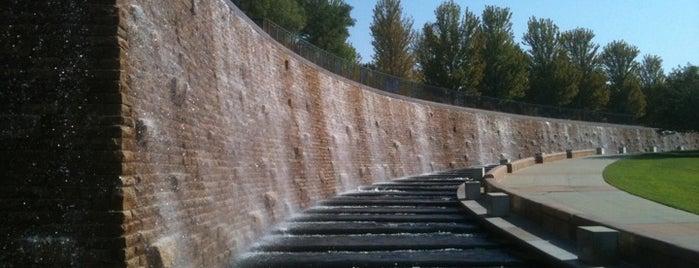 Fountain At The Hyatt is one of Susan Evans'ın Beğendiği Mekanlar.
