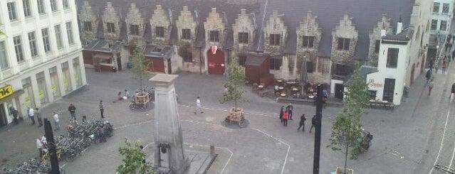 Groentenmarkt is one of สถานที่ที่ Gordon ถูกใจ.