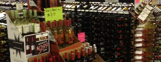 Lighthouse Liquors is one of Cece's Places-2.