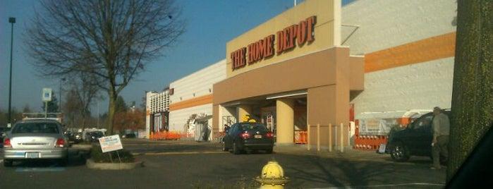 The Home Depot is one of Tempat yang Disukai Susan.