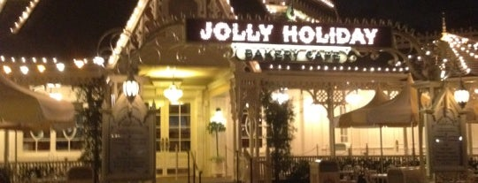 Jolly Holiday Bakery Cafe is one of Cristina : понравившиеся места.
