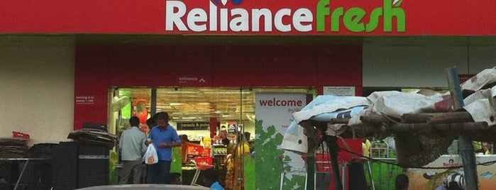Reliance Fresh is one of Damodarさんのお気に入りスポット.