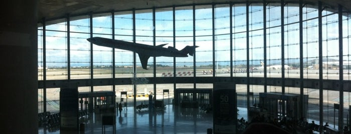 Aeropuerto de Valencia is one of Part 1~International Airports....