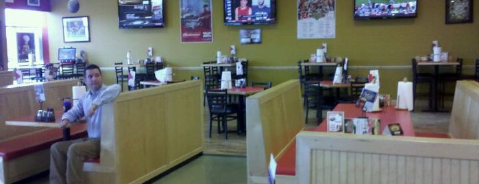 Westshore Pizza & Cheesesteaks is one of Lugares favoritos de Jennifer.