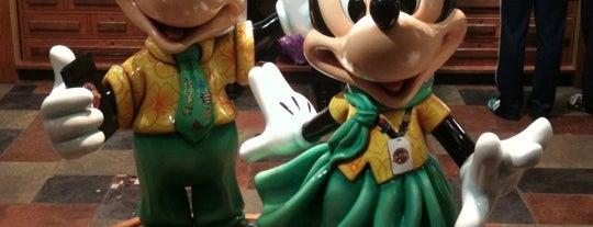 ディズニー・ピン・トレーダーズ is one of Disney Sightseeing: Downtown Disney.