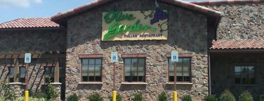 Olive Garden is one of Lugares favoritos de Latonia.