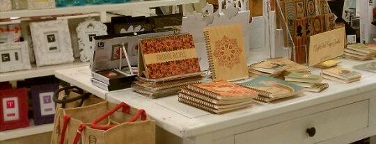 Sam Flax Art & Design Store is one of Orte, die onedopegirl gefallen.