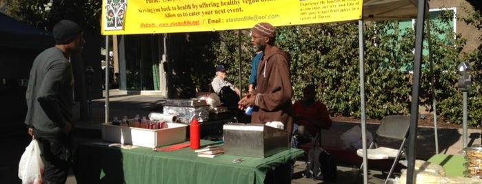 Hollywood Farmer's Market is one of I love LA...we LOVE IT!.