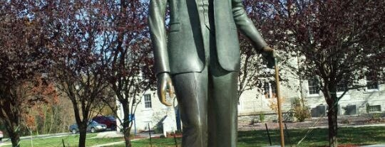Robert Wadlow Statue is one of Fall 2021 to Do.