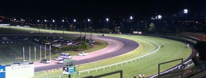 Moonee Valley Racing Club is one of Locais curtidos por Andrew.