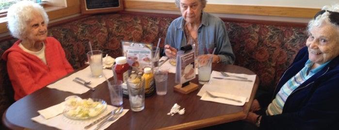 Joseph's Family Restaurant is one of Breakfast Club.