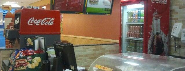 Subway is one of สถานที่ที่ Raphael ถูกใจ.