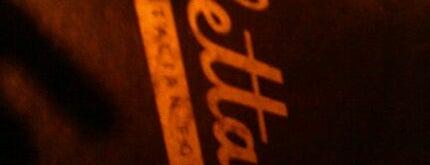 Coletta's Italian Restaurant is one of Molly 님이 저장한 장소.