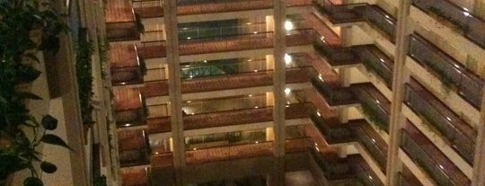 Embassy Suites by Hilton is one of Locais curtidos por KATIE.