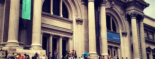 Metropolitan Museum Steps is one of Museos.