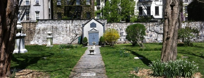 New York City Marble Cemetery is one of NY'ın En İyileri 🗽.