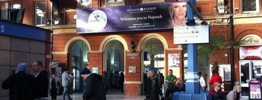 Norwich Railway Station (NRW) is one of Locais curtidos por Paul.