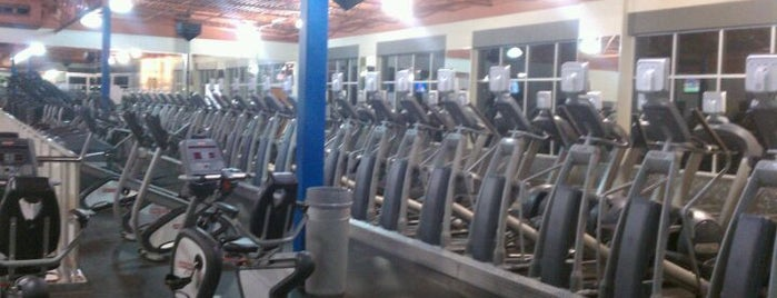 24 Hour Fitness is one of Lugares favoritos de Frances.