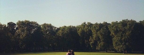 Highbury Fields is one of Locais curtidos por Claudia.