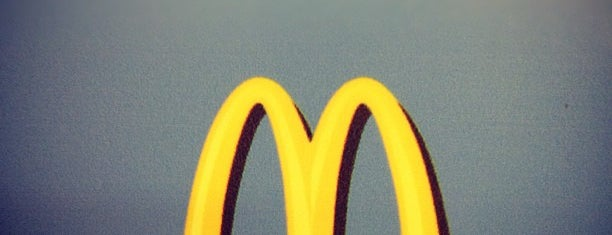 McDonald's is one of Lugares favoritos de Paola.