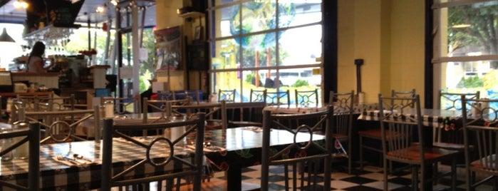 Pluto's Restaurant is one of สถานที่ที่ Buck ถูกใจ.
