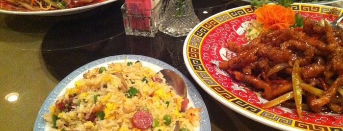Yen Yen Chinese Restaurant is one of Tempat yang Disukai Robert.