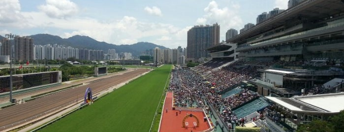 Sha Tin Racecourse is one of Lugares favoritos de Yvette.