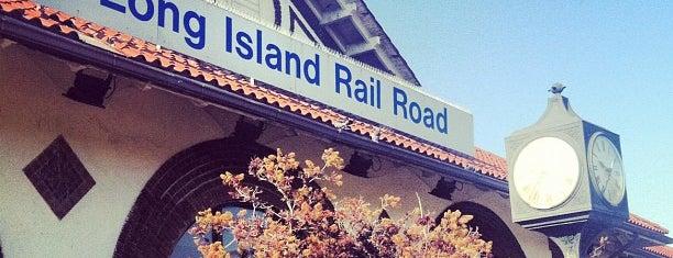 LIRR - Long Beach Station is one of สถานที่ที่ Cori ถูกใจ.
