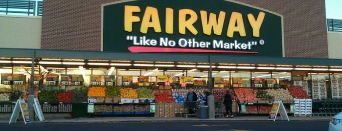 Fairway Market is one of Ashley'in Beğendiği Mekanlar.