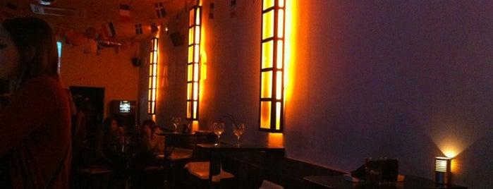 Summum Night Bar is one of mis sitios.