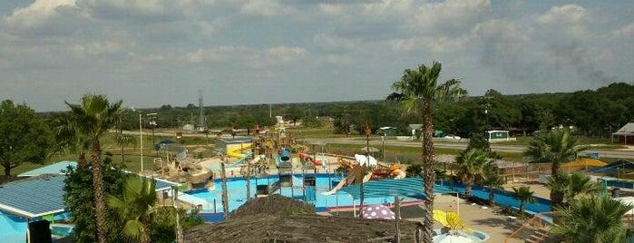 Splashway Family Waterpark is one of Locais curtidos por Daniel.