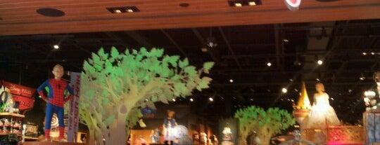 Disney store is one of Posti che sono piaciuti a Alberto J S.