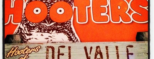 Hooters is one of Orte, die Manolo gefallen.