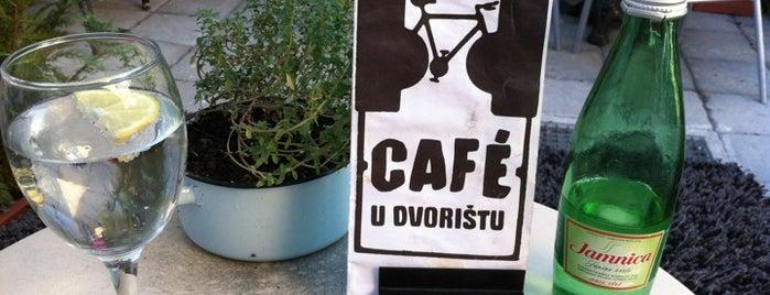 Café u dvorištu is one of Lieux sauvegardés par Vlatka.