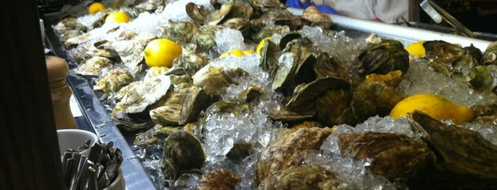 Island Creek Oyster Bar is one of Drewさんの保存済みスポット.